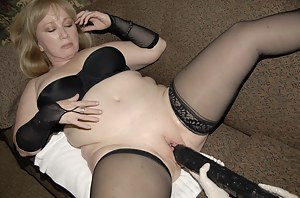 Chubby mom getting fisted and toy fucked