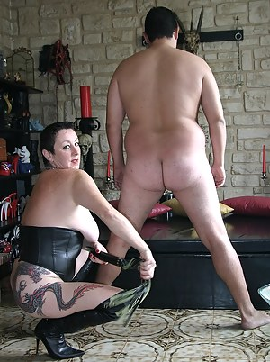 Meeting with a male slave... I whip his buttocks, I lick and fuck his asshole with my dildos... To finish, He licks my w