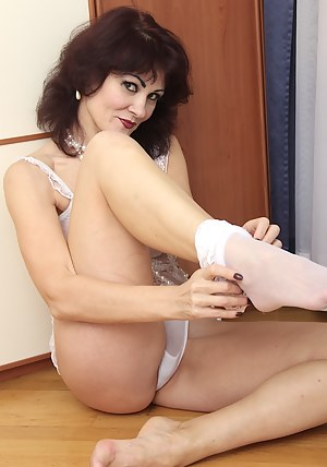 Horny older babe Melisa plays with her wet juicy pussy.