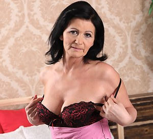 This housewife loves to get a bit frisky