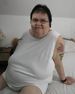 Big mama playing with her toy and tits
