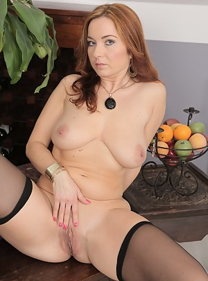 38 year old reheaded Jessica Red fongering her shaven pussy here