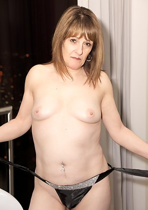 Hi Guys heres a set shot while I was staying at a Penthouse Suite in Birmingham, I was already to go out clubbing in my