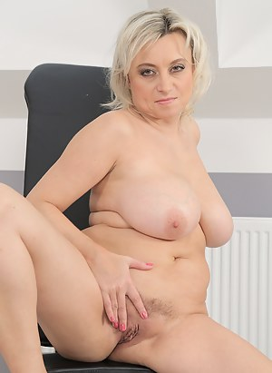 Blonde and nicely busty Sindy Huga spreads open her mature legs