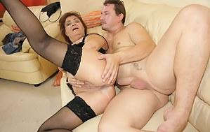 Kinky mama getting a warm creampie filled muff