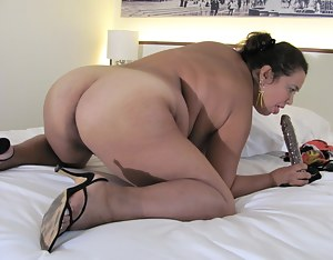 Exotic Paola is a housewife that loves to masturbate