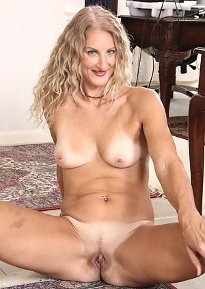 Blonde stunner Layla Wolf doing housework