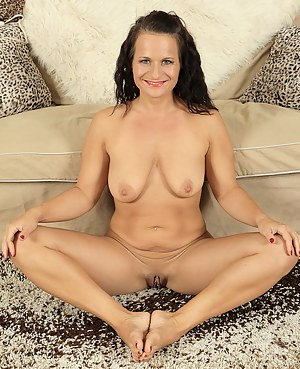 37 year old Thalia from AllOver30 opens up her mature beaver for you