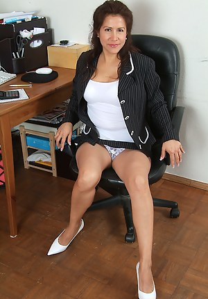 Hairy pussied exotic MILF Alexis relaxes after work
