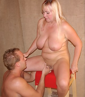 Blonde mature mama getting some action