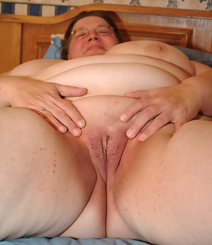 Chubby mature nympho showing her succulant body