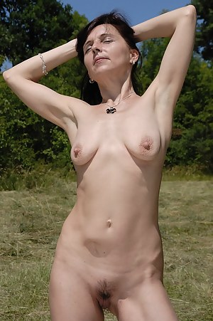 46 year old Jenny H rips off her bikini and spreads her mature ass