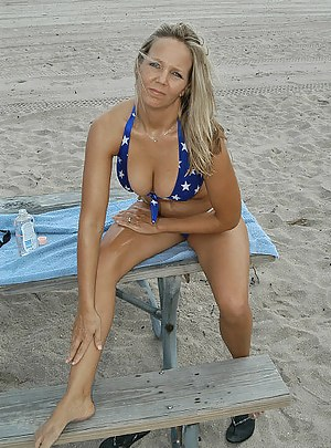 Outdoor pickup story features a wonderful cutie, who is seduced on the beach for a quick intercourse with a horny fellow.
