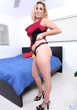 Busty Sophia Jewel gets naked and fingers her pink twat til she gets off