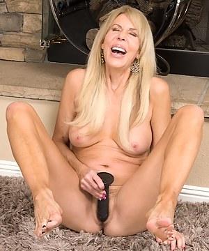 Mature cougar Erica Lauren masturbating with dildo.