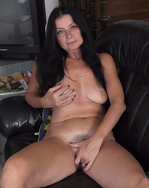 Mature slut playing with her pussy