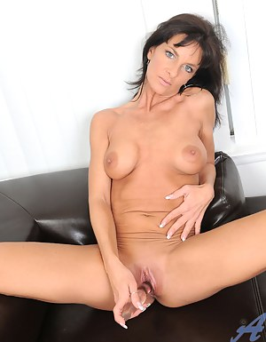 Nymph Anilos Sarah Bricks fucks her pink pussy on the couch really hard until she cums