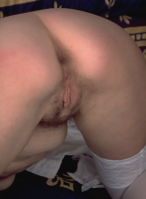 This mature slut loves to show you her private places