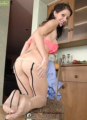 Dental Assistant Angel Little exposes her older pussy.