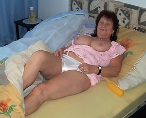 This mature slut loves to play alone
