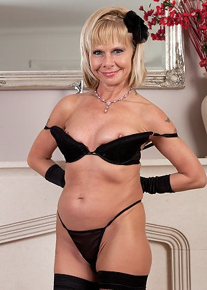 Blonde 42 year old Cath Oakley slips off her black lingerie and poses
