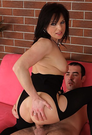 39 year old Linette enjoying a fresh hard throbbing cock in here
