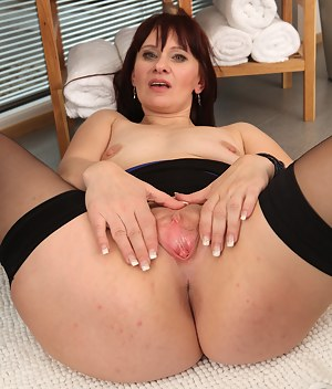 41 year old Vera Delight spreads her mature stocking covered legs
