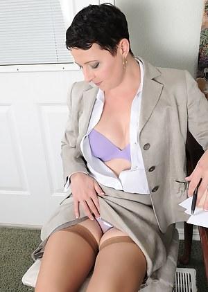 Hot Businesswoman Kali Karinena Takes A Break
