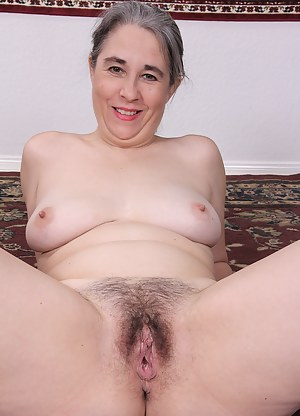 Mature MILF Olivia Olay pumps some iron and shows off that sexy body