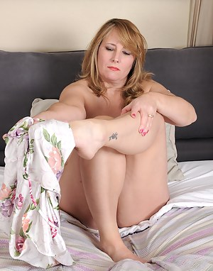 Blonde mature Catrina Costa spends time in bed pleasuring herself with a toy