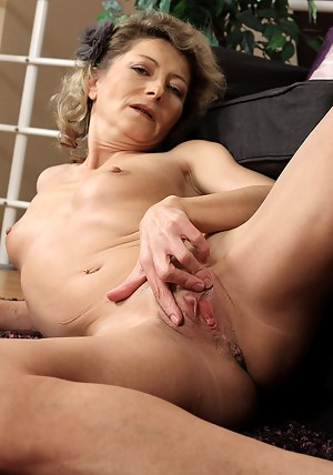 45 year old housewife Syndi Bell from AllOver30 teasing her pussy