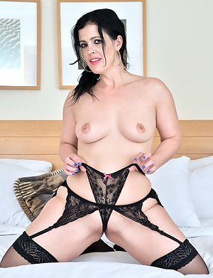 Cock hungry mommy spreads her pink pussy lips wide open and makes herself cum hard