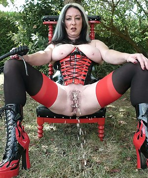 Fetish pictures outdoor with corset, stockings, whip, strap on dildo. I show my big tits, my ass, my pussy and I pee.