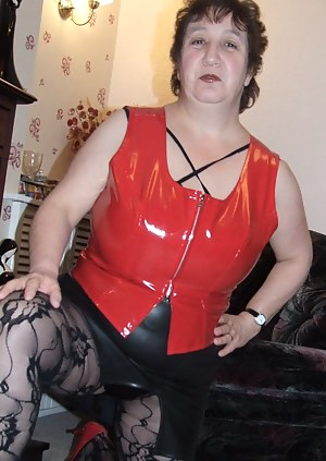 Dont i look great in red and black, you should cum and visit me xxxx