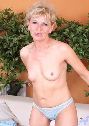 Glamorous Anilos Susan Lee spreads her hot pink juice box while completely naked on the sofa