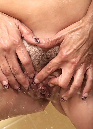 Busty milf fingers her wet pussy after a steamy hot shower