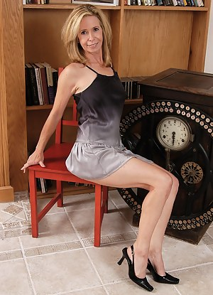 54 year old Marie Kelly spreading her sexy legs for us
