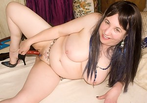 Hi Guys I hope you enjoyed me stripping off in the harem for you in my last update, now watch me as I finger my hot puss