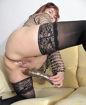 Mature Emilia loving to play with herself