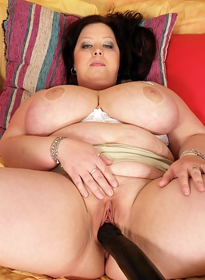 Huge titted mature slut plays with her toy