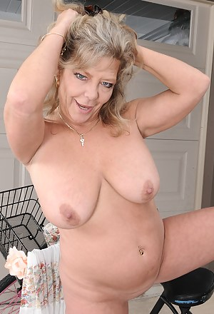 51 year old Karen Summer playing with her mature pussy outdoors