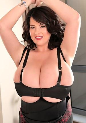 Big hooters Rachel in black stitch bra