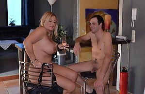 A nudist friend invited me for a glass of champagne. I visited him last Sunday. We were completely naked the whole after