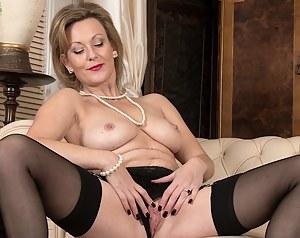 Older babe Huntingdon Smyth naked in only stockings.