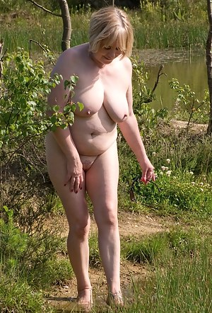 Hi Guys, I was so Hot I just had to go Paddling Naked in the Lake to cool down a bit, of course I took the opportunity t