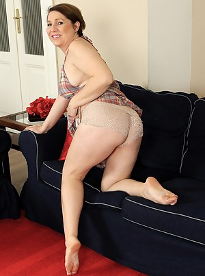 Horny 35 year old Netti from AllOver30 strips and spreads her legs