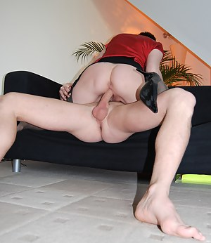 A horny dude enjoys jizzing in her soaked british pussy
