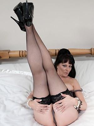 Kinky mature slut with her green dildo