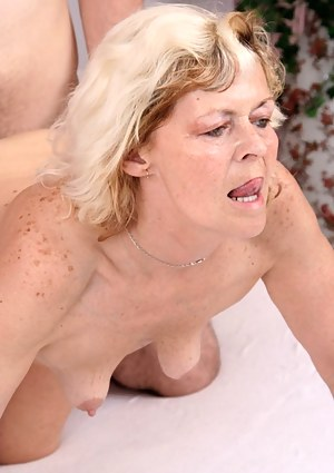 mature slut goes on untill the cum drips of her mouth