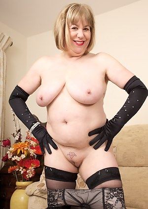Hi Guys How do you like my New feather trimmed lingerie, I hope its turning you on, well you soon will be as I start a s